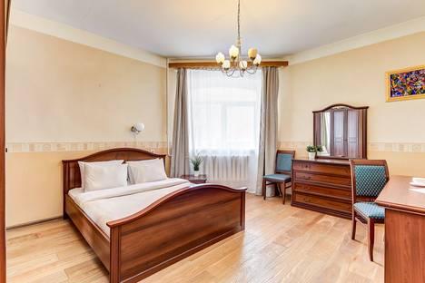 Сдается 2-комнатная квартира посуточно, Казанская улица, 39.