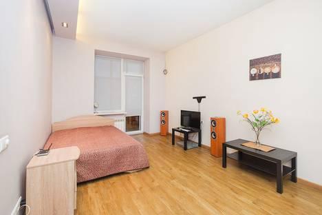 Сдается 1-комнатная квартира посуточно, проспект Карла Маркса, 22.