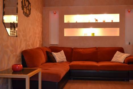 Сдается 2-комнатная квартира посуточно, улица Марата, 20.