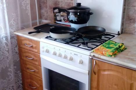 Сдается 2-комнатная квартира посуточно в Киришах, улица Строителей, 15.