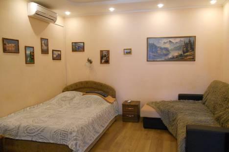 Сдается 2-комнатная квартира посуточно в Ялте, Нижне-Слободская улица, 7.