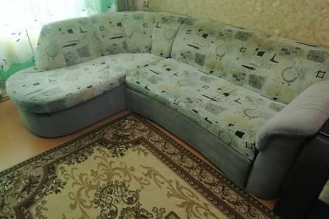 Сдается 2-комнатная квартира посуточно в Серове, улица Короленко, 33.