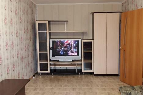 Сдается 1-комнатная квартира посуточно в Лесосибирске, 7 микрорайон 15 дом.