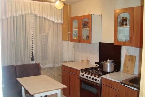 Сдается 3-комнатная квартира посуточно, Бурова  Петрова 60.
