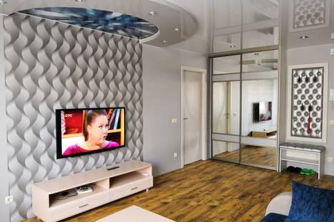 Сдается 2-комнатная квартира посуточно в Волжском, улица Мира, 62.