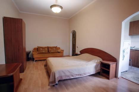 Сдается 1-комнатная квартира посуточно, Октябрьская улица, 16.