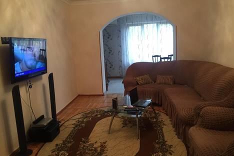 Сдается 2-комнатная квартира посуточно, Гудаутский район,улица Лакоба, 34.