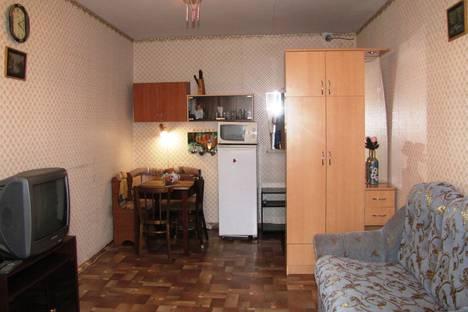 Сдается комната посуточно в Архангельске, ул. Кировская, д.6.