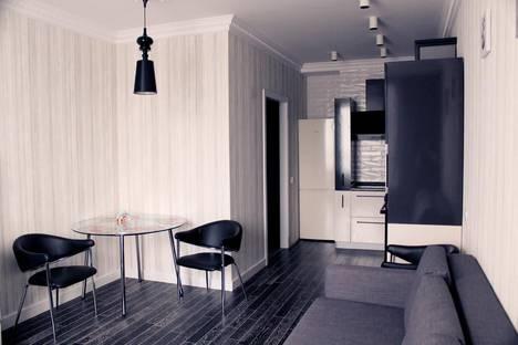 Сдается 2-комнатная квартира посуточно, улица 40 лет Октября, 11/2.