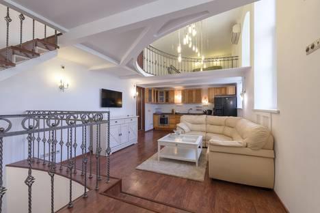 Сдается 3-комнатная квартира посуточно в Москве, Никитский бульвар, 7Б.