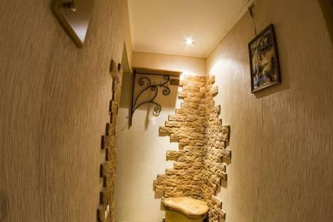 Сдается 1-комнатная квартира посуточно, Иртышская набережная, 28, подъезд 3.
