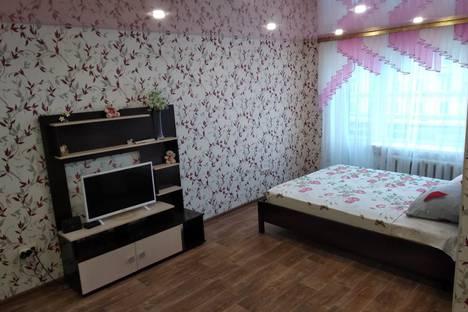 Сдается 1-комнатная квартира посуточно в Нижнем Тагиле, проспект Ленина, 62, подъезд 2.