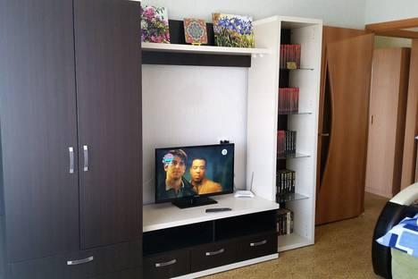 Сдается 1-комнатная квартира посуточно в Озёрске, Октябрьская улица, 21, подъезд 1.