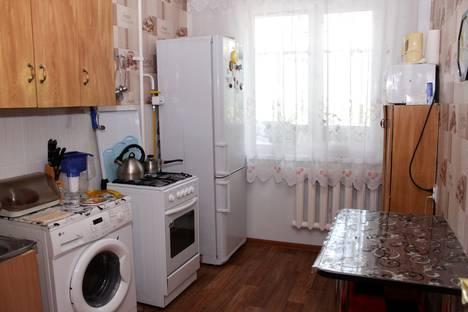 Сдается 2-комнатная квартира посуточно в Яровом, квартал А, 36.