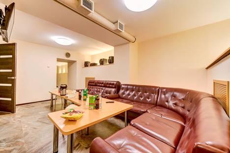 Сдается 3-комнатная квартира посуточно, Коломенская улица, 30.