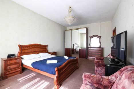 Сдается 2-комнатная квартира посуточно в Москве, Ломоносовский проспект, 15, подъезд 1.