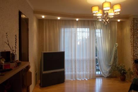 Сдается 3-комнатная квартира посуточно в Сухуме, проспект Леона 144.