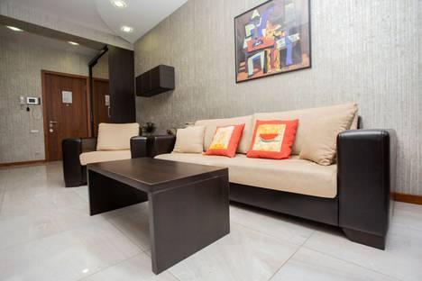Сдается 2-комнатная квартира посуточно, улица Павла Ингороквы, 19.