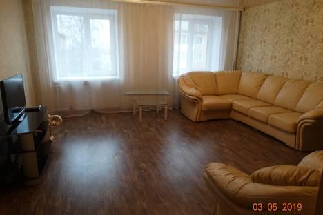 Сдается 2-комнатная квартира посуточно в Серове, Серовский городской округ,улица Розы Люксембург, 3.