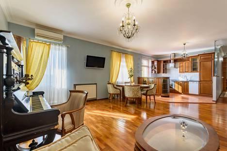 Сдается 3-комнатная квартира посуточно, улица Маяковского, 14.