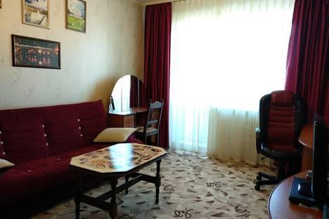 Сдается 2-комнатная квартира посуточно, Московский проспект, 111, подъезд 4.