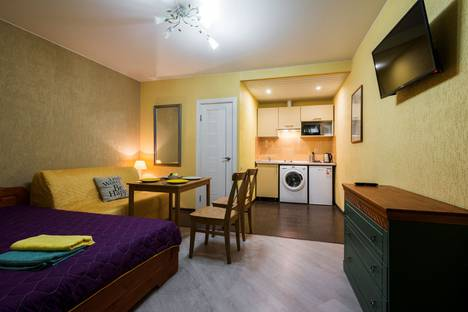 Сдается 1-комнатная квартира посуточно, 8-я Красноармейская улица, 18.