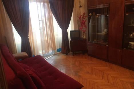 Сдается 1-комнатная квартира посуточно в Гагре, улица Абазгаа, 63/2.