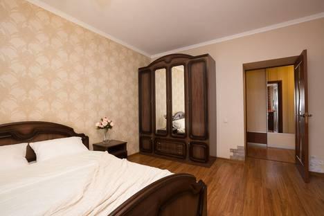 Сдается 2-комнатная квартира посуточно, улица Крылова, 27.