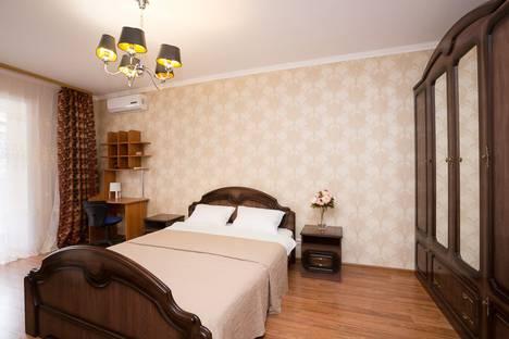 Сдается 2-комнатная квартира посуточно в Екатеринбурге, улица Крылова, 27.