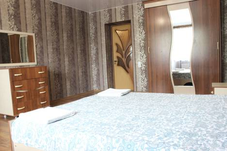 Сдается 2-комнатная квартира посуточно, Днестровская улица, 12.