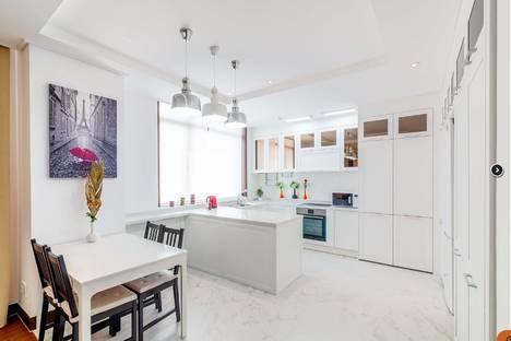 Сдается 3-комнатная квартира посуточно в Нур-Султане (Астане), Нур-Султан (Астана), проспект Кабанбай Батыра, 43В.
