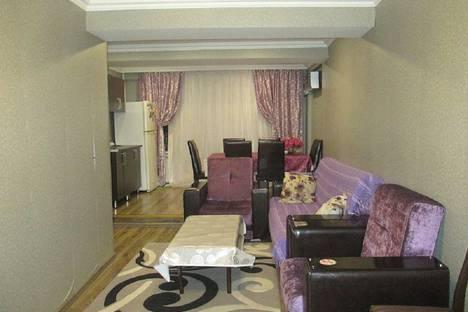 Сдается 3-комнатная квартира посуточно, улица Физули дом 53.