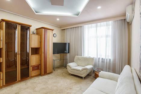 Сдается 3-комнатная квартира посуточно, улица Кутузова, 10.