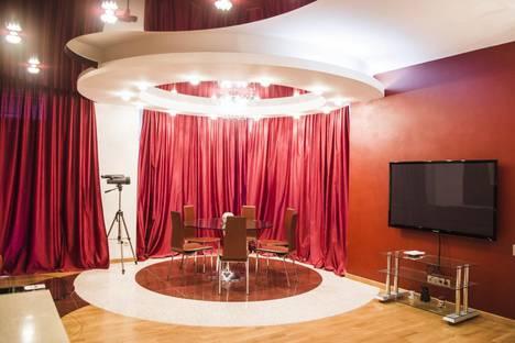 Сдается 3-комнатная квартира посуточно в Партените, Республика Крым, городской округ Алушта,улица Победы, 1.