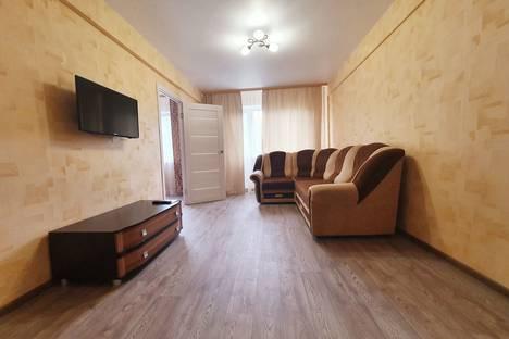 Сдается 2-комнатная квартира посуточно в Омске, улица Федора Крылова, 6.