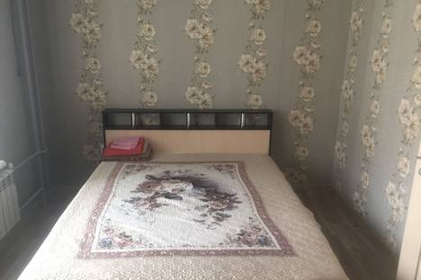 Сдается 2-комнатная квартира посуточно, улица Глазкова, 22.