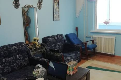 Сдается 2-комнатная квартира посуточно, микрорайон Центральный, Навагинская улица, 12.