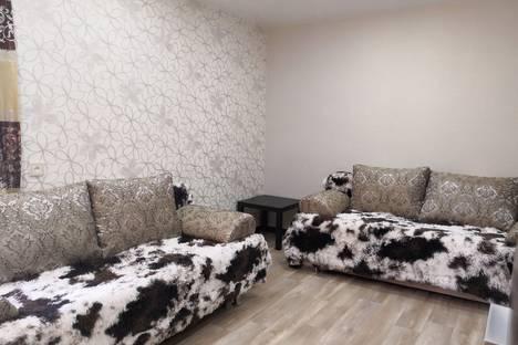 Сдается 2-комнатная квартира посуточно в Новосибирске, улица Ленина, 77.