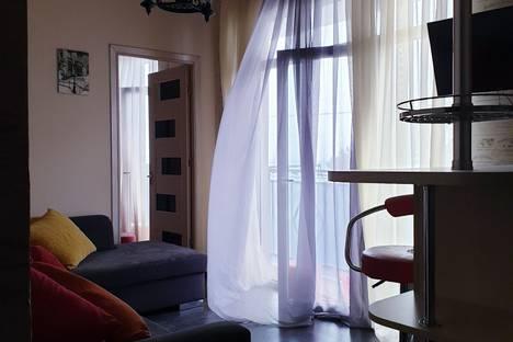 Сдается 2-комнатная квартира посуточно в Кобулети, ул. Царицы Тамар 42 . 2 этаж.