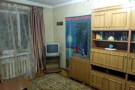 Сдается 2-комнатная квартира посуточно, улица Нахимова, 11.