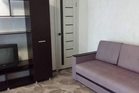 Сдается 2-комнатная квартира посуточно в Яровом, квартал Б, 20.