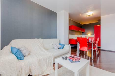 Сдается 2-комнатная квартира посуточно, Донецкая улица, 16А.
