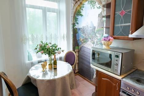 Сдается 3-комнатная квартира посуточно, улица Суханова, 6В.