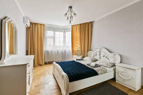 Сдается 2-комнатная квартира посуточно, улица Барышиха, 13.