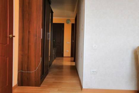 Сдается 3-комнатная квартира посуточно, микрорайон Западный, улица Зорге, 54, подъезд 1.