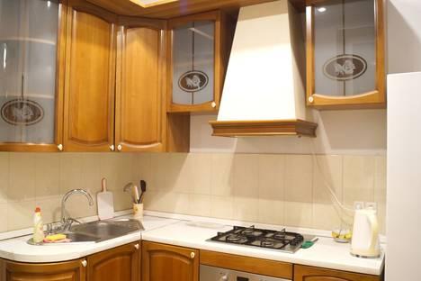 Сдается 2-комнатная квартира посуточно в Волжском, улица Чайковского 15.