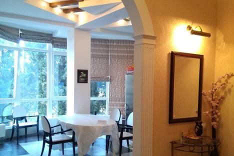 Сдается 2-комнатная квартира посуточно в Ялте, улица Володарского, 9.