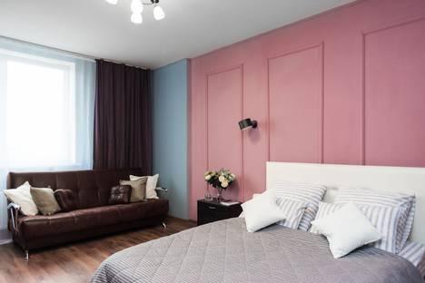 Сдается 2-комнатная квартира посуточно в Екатеринбурге, улица Куйбышева, 98.
