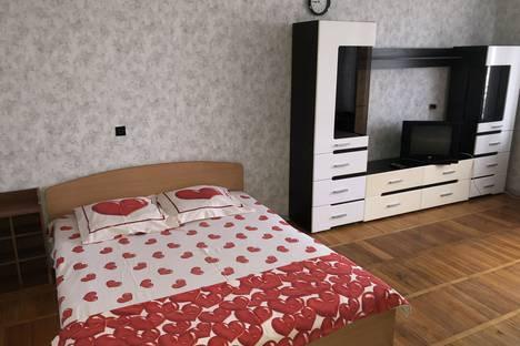 Сдается 1-комнатная квартира посуточно в Кирове, улица Дерендяева, 91.
