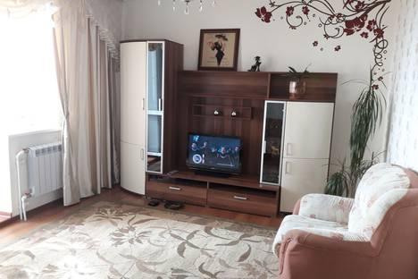 Сдается 2-комнатная квартира посуточно в Салехарде, Комсомольская улица, 13.